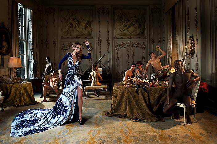 Lady with her golden toys, dinnertime, i.o. Fernando Silva Brasil