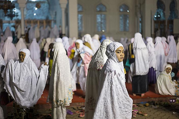 Het vrijdagavondgebed in Banda Aceh, Indonesie