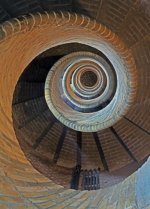 044 216050010 Spiral stairway descending zw-2