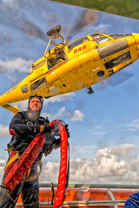 Oefening met SAR helikopter van de Kustwacht