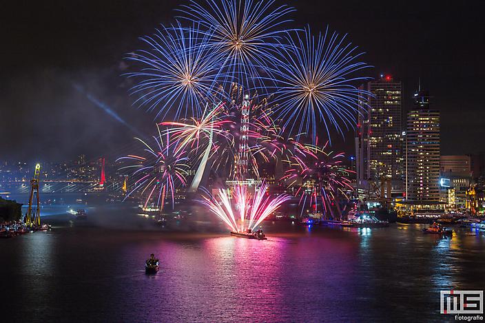 Het vuurwerk in Rotterdam tijdens de Wereldhavendagen