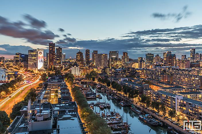 De skyline van Rotterdam by Night