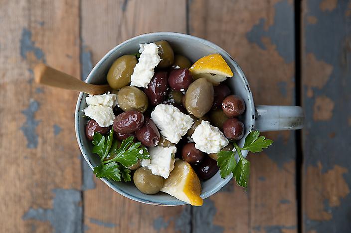 Sugared Lemon with Chocolate' gefotografeerd voor het 'Marinated Olives with Feta gefotografeerd voor het 'Griekse kookblog www.katerinaskouzina.com