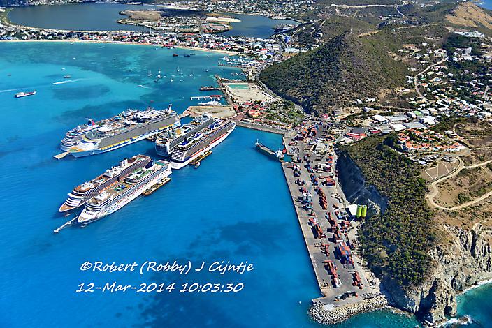 De haven van Sint Maarten in vogelvlucht.