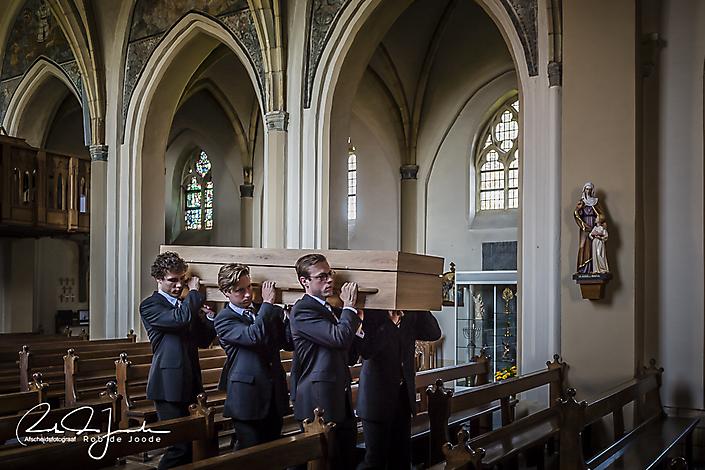 Afscheidsfotograaf Rob de Joode | schouderen overledene