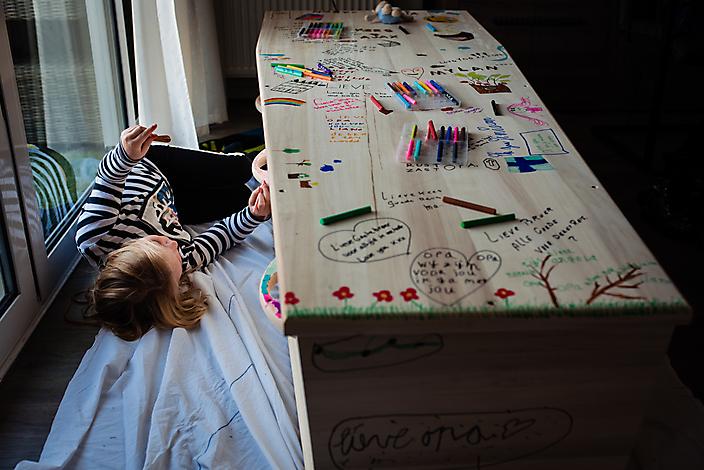 'een tekening als afscheid' Afscheidsfotografie Gaby Ermstrang Woudrichem 5