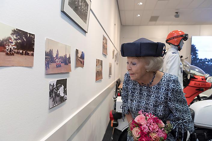 Pr. Beatrix bezoekt 50-jarige Team Motorondersteuning Landelijke Eenheid