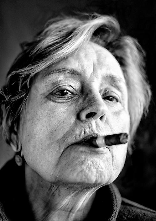 Vrouw met sigaar
