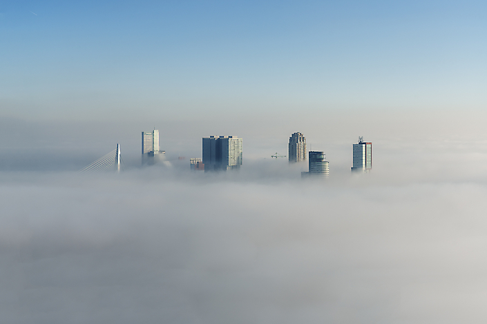 Wilhelminapier boven de wolken