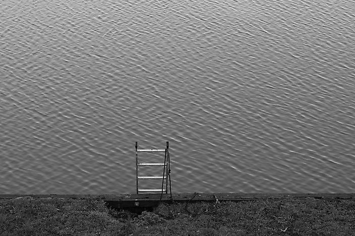 Uit de fotoserie 'Langs rivier de Linge'