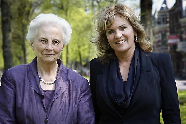 Els Borst en Pia Dijkstra. D66 maakt zich sterk voor orgaandonatie.