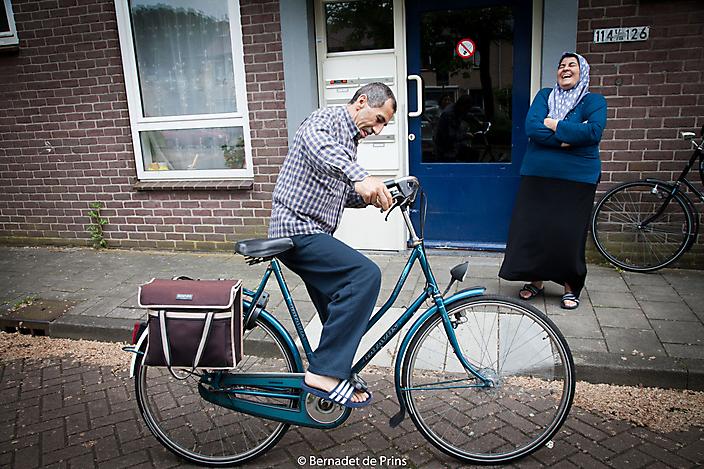 Fayik Bilal stapt voor het eerst op de fiets