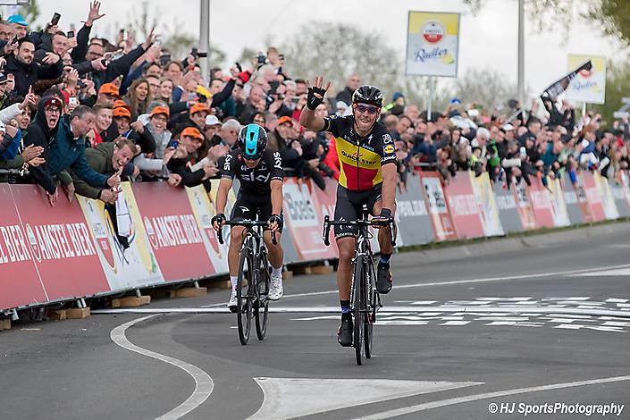 Amstel Goldrace    Philippe Giibert verslaat Michael Kwiatkovski op de meet