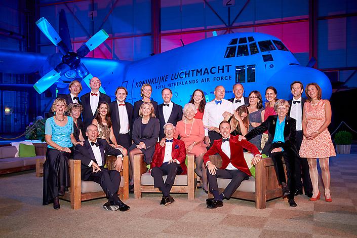 Rode kruis gala - hangar Eindhoven airport
