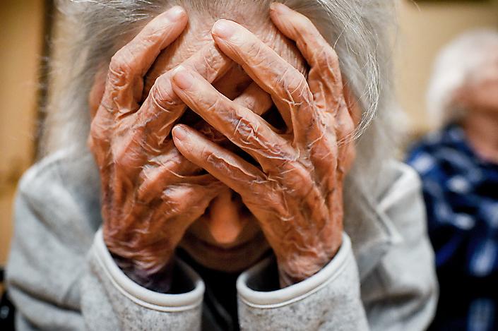 Oudere vrouw in verzorgingshuis voor mensen met dementie, Texas