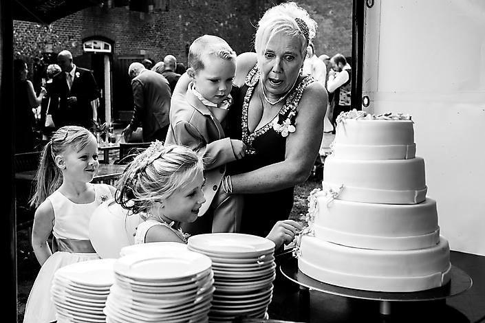 'oma's en taartjes' Bruidsfotograaf Gaby Ermstrang Woudrichem